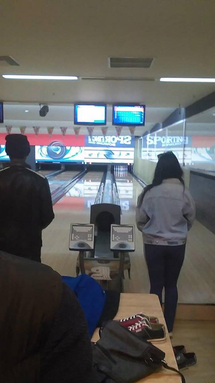 Bowling με τους έφηβους μαθητές μας